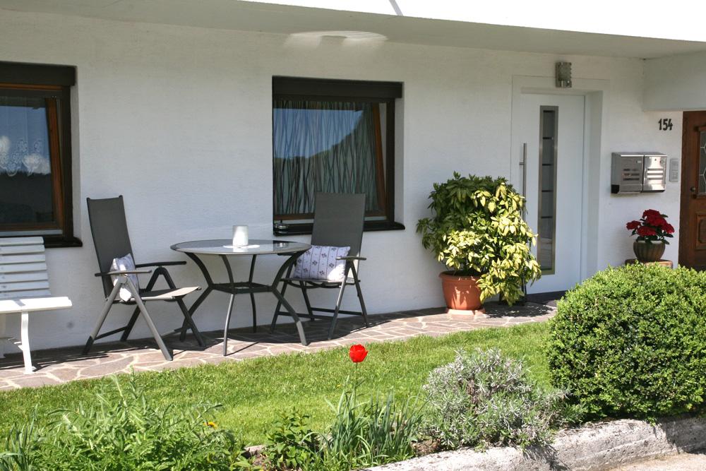 Haus-aussen-sommer5-web.jpg